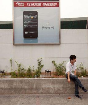 Крупнейший сборщик iPhone сократит производство на фоне падения спроса